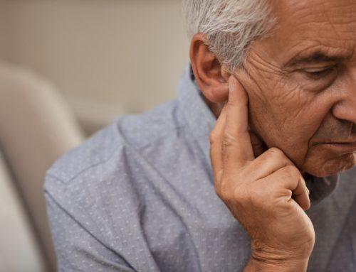 Come aiutare un familiare nel riconoscere il calo uditivo: i 5 segnali