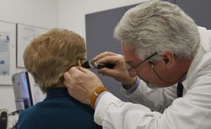 Controllo udito audioprotesista